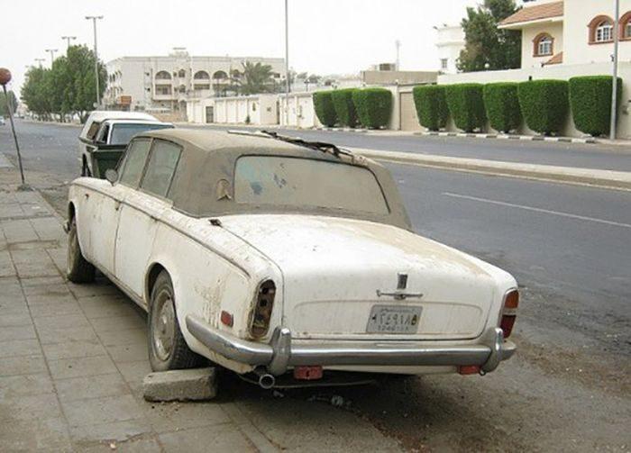 Opuszczone samochody Dubaju 14