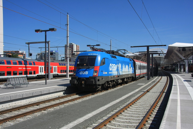 1016 023-2 Ausfahrt Salzburg Hbf