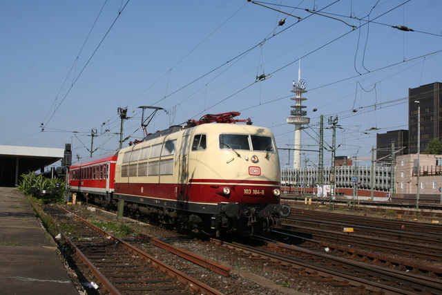 103 184-8 Ausfahrt Hannover Hbf