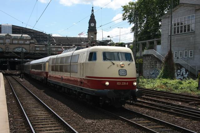 103 235-8 Ausahfrt Hamburg Hbf