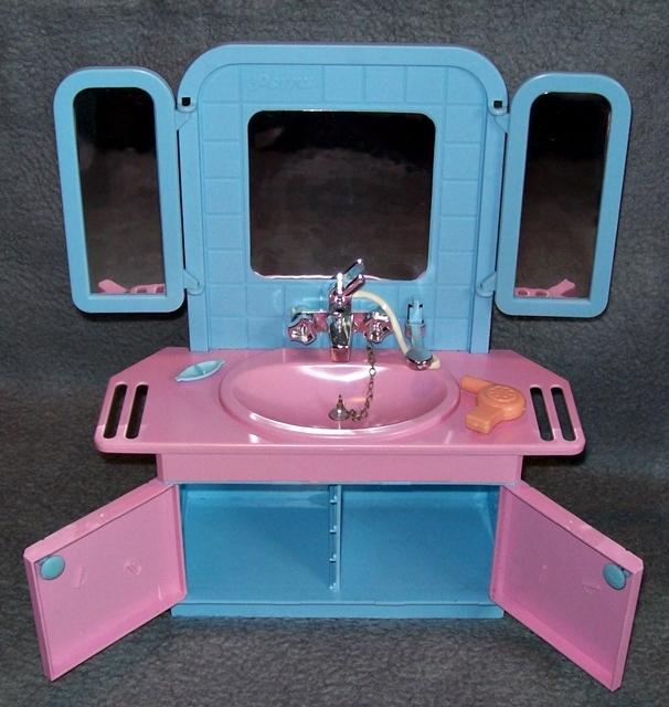Badezimmer k che f r petra barbie vintage k hlschrank for Badezimmer 80er jahre