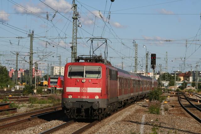 111 046-9 Einfahrt München-Pasing