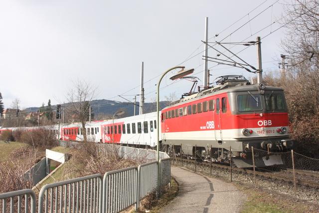 1142 601-2 bei der Villach Draubrücke