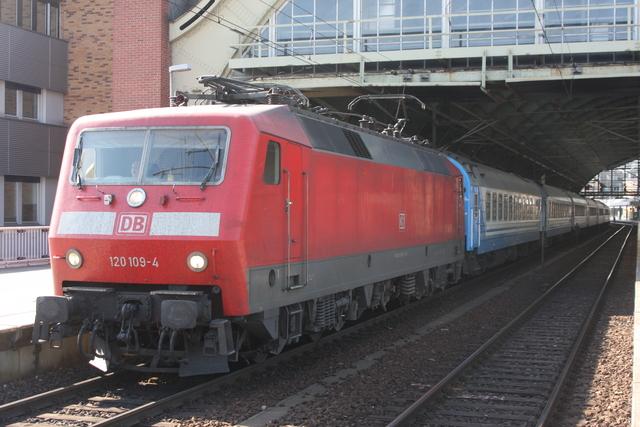 120 109-4 mit D nachkeive Berlin ostbahnhof