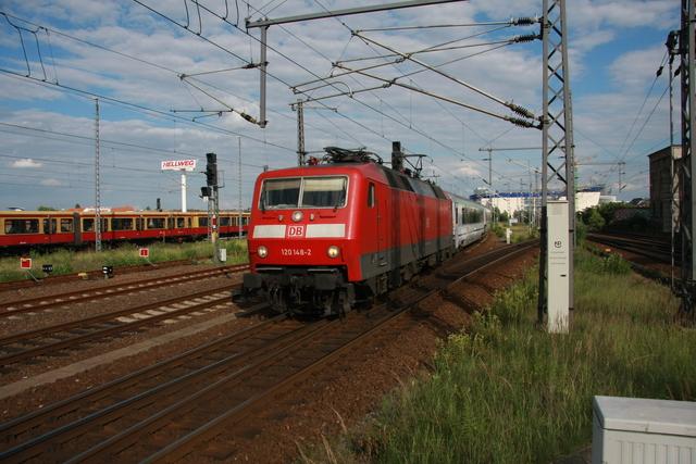 120 148-2 Einfahrt Berlin Ostbahnhof mit BWE