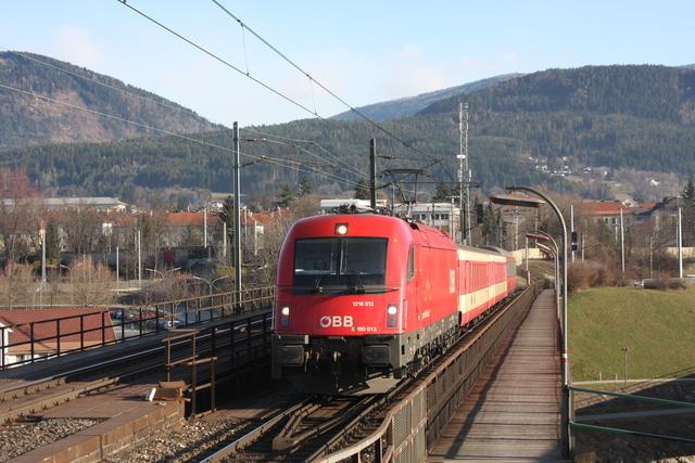 1216 013 mit Schlirenwagen Villach Draubrücke