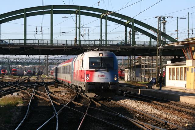 1216 226 Einfahrt Wien Westbahnhof