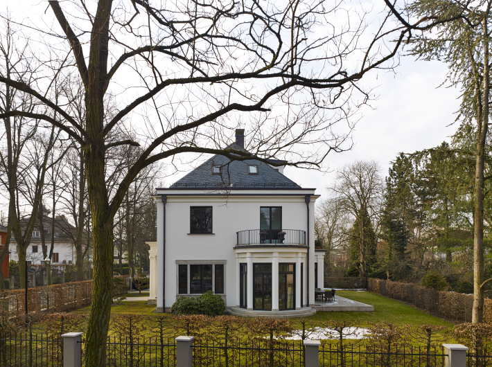Villa Dahlem buildings built in traditional architecture style page 260