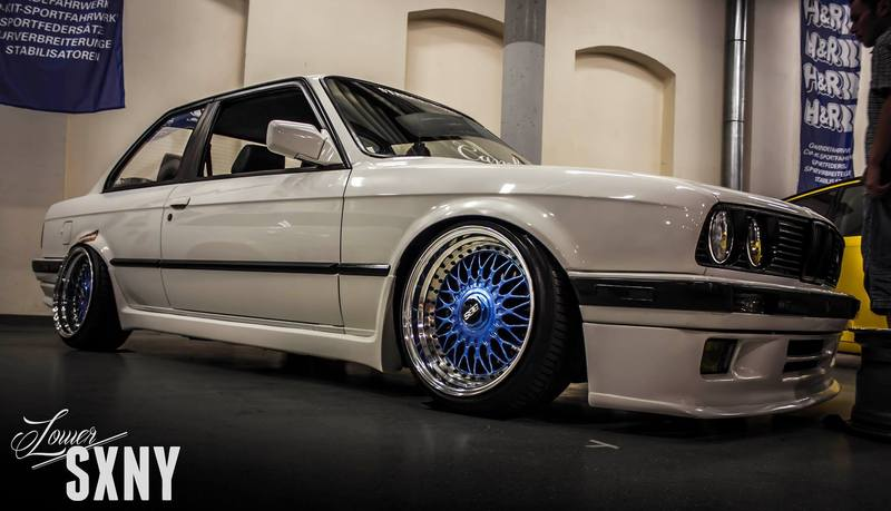 MOST BADASS BMW 325I SOUNDS BURNOUTS DONUTS