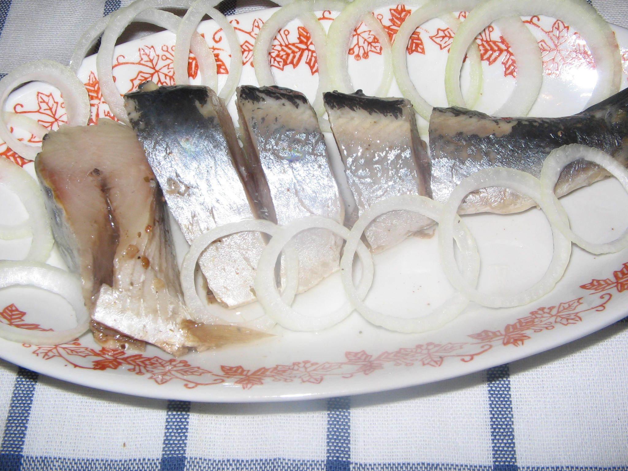 8 способов быстро и вкусно засолить селёдку - Лайфхакер 73