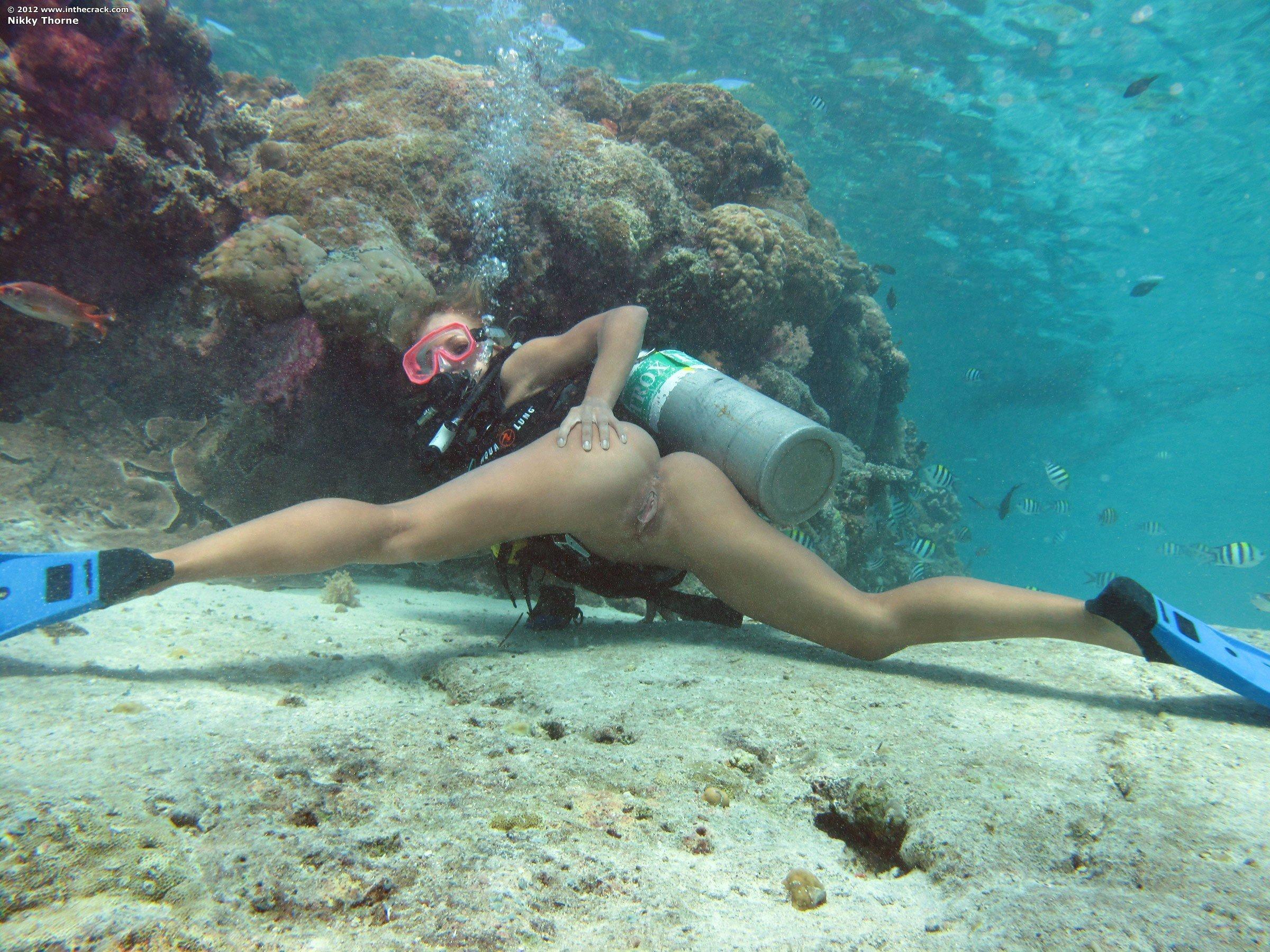 Фото голые девки у воды 20 фотография