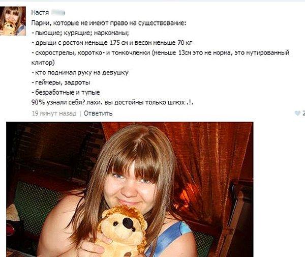 rizhaya-pornoaktrisa-s-tatuirovkoy