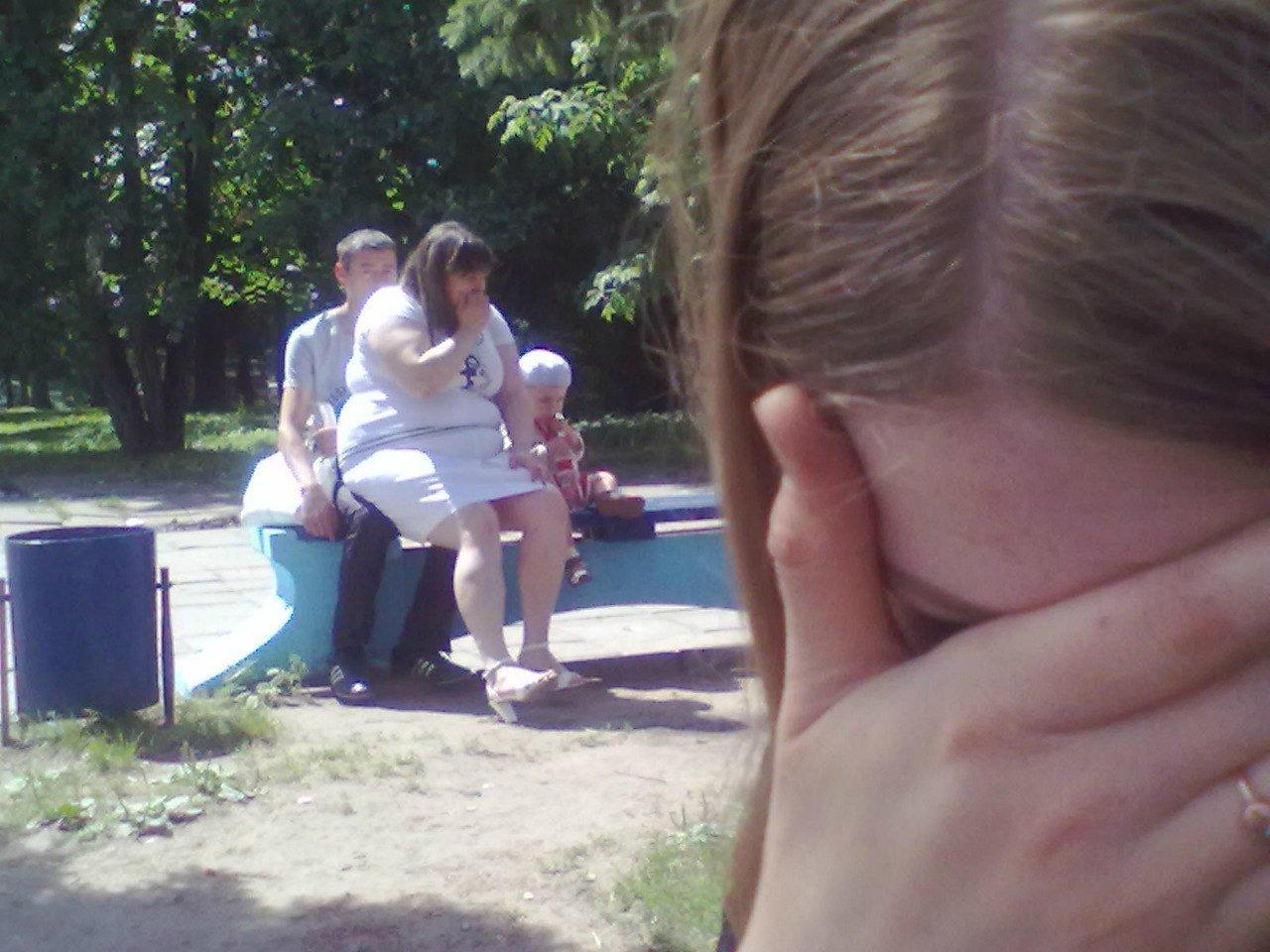 Сосёт в парке хуй, Прелестная деваха сосет хуй в парке, а затем трахается 3 фотография