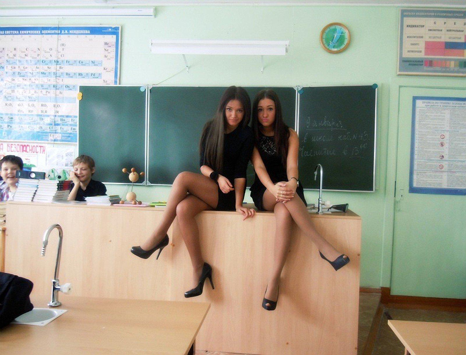 Сексуальные ученицы в чулках фото 7 фотография