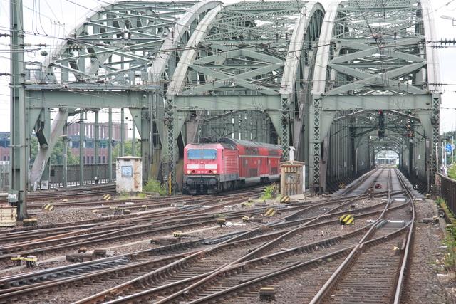 143 159-2 Einfahrt Köln Hbf