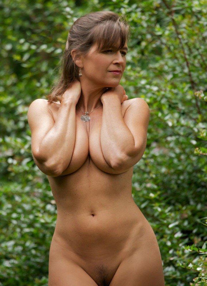 Очень красивая голая мамаша фото 60065 фотография