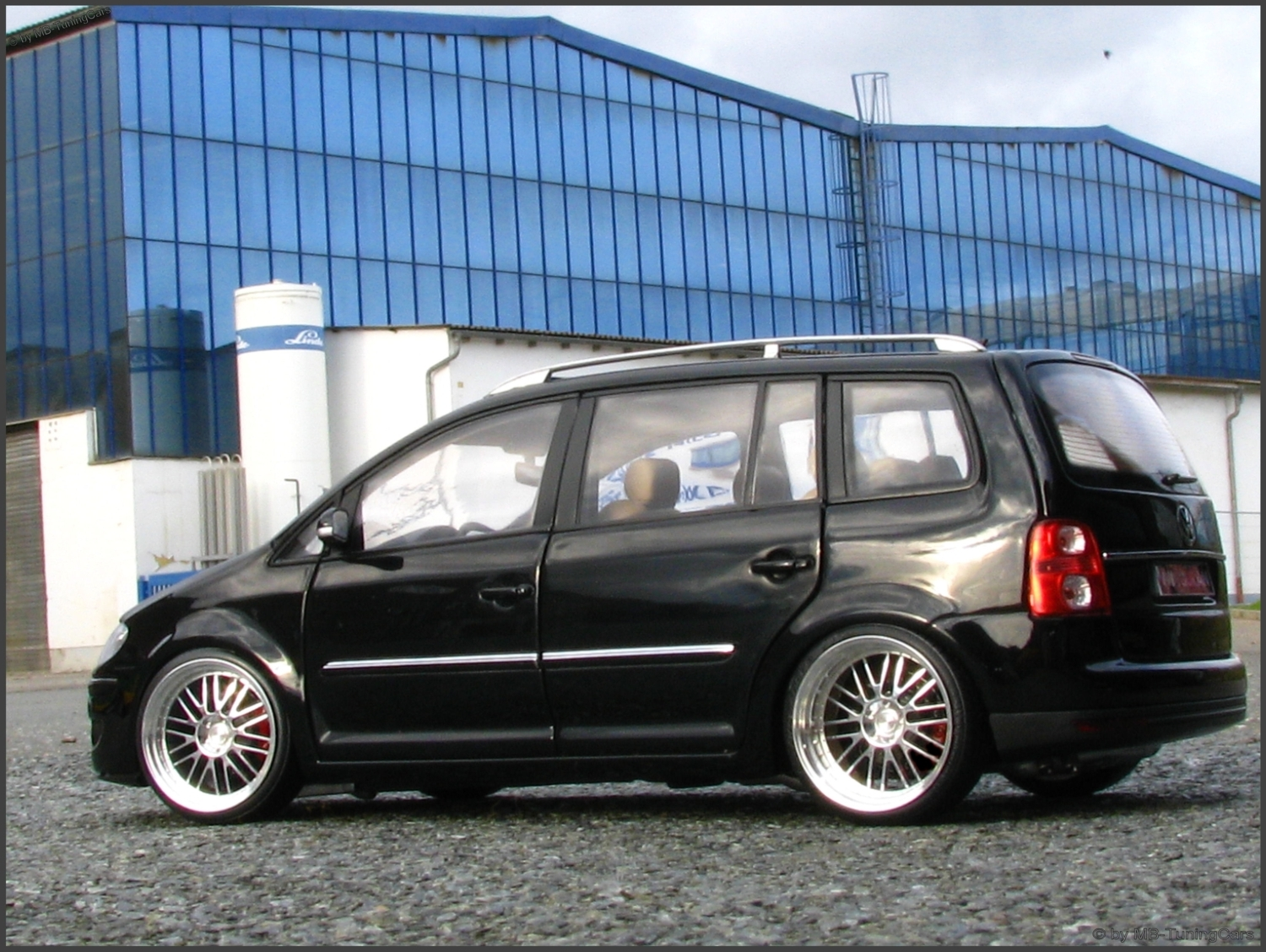 1 18 tuning vw touran 1t tdi schwarzmettalic mit bbs. Black Bedroom Furniture Sets. Home Design Ideas