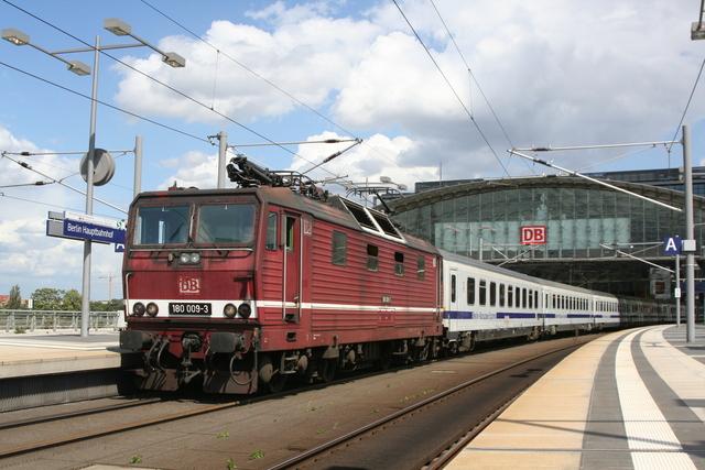 180 009-3 Ausfahrt Berlin Hbf