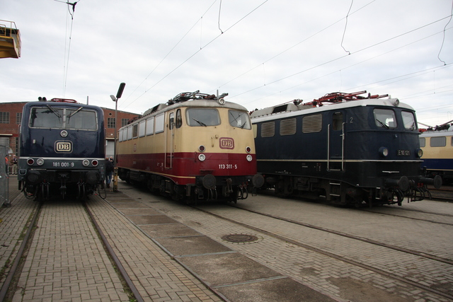 181 001-9 +113 311-5 + E10 121 BW Osnabrück