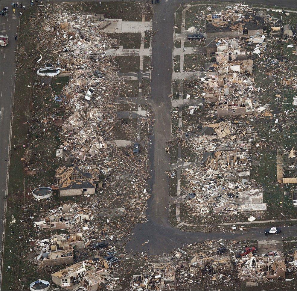 Po przejściu tornada 12