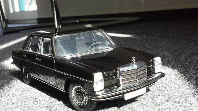 1 18 mercedes 220d strich acht w115 autoart die zweite modelcarforum. Black Bedroom Furniture Sets. Home Design Ideas