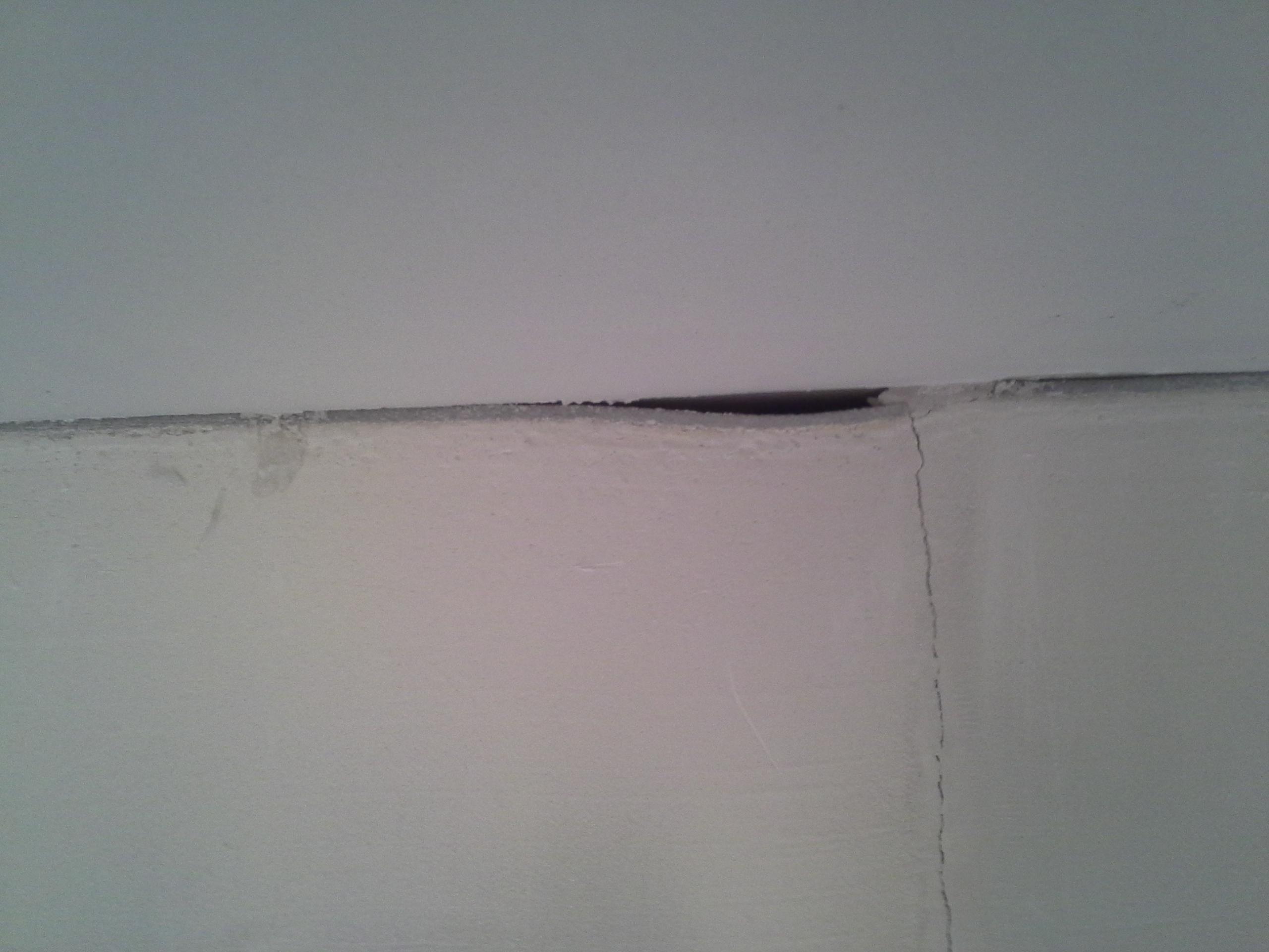 verputzte wand streichen wie abgebl tterte farbe berstreichen heimwerken streichen renovieren. Black Bedroom Furniture Sets. Home Design Ideas