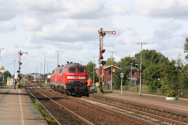 218 330-8 + 92 80 1 218 158-4 D-DB Niebüll
