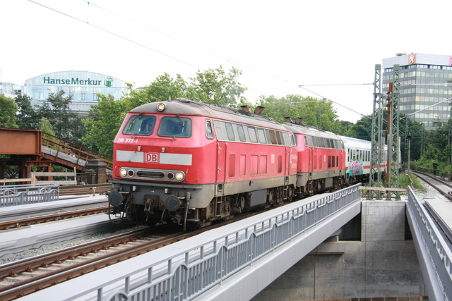 218 372-1 + 218 313-5 Einfahrt Hamburg Dammtor