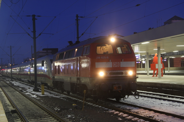 218 825-8 + 402 Hannover Hbf