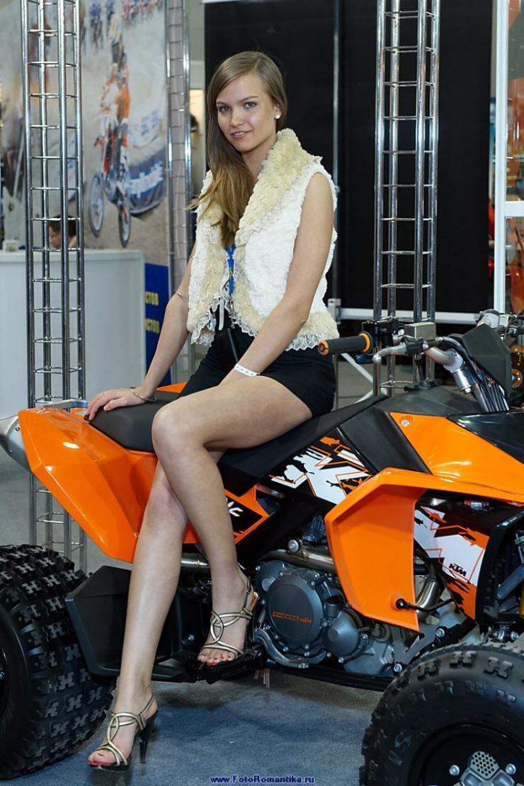 Dziewczyny z pokazów motocyklowych 22