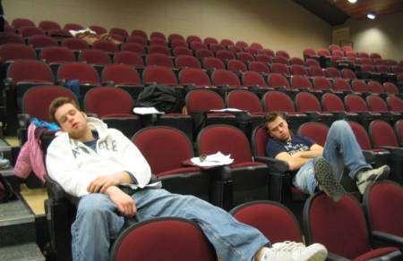 Śpiący studenci 5