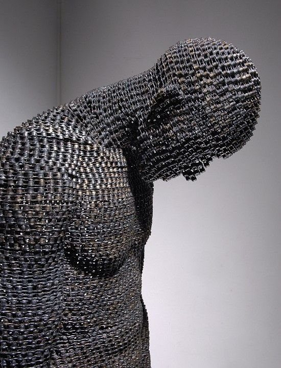 Rzeźby z metalowych łańcuchów 2