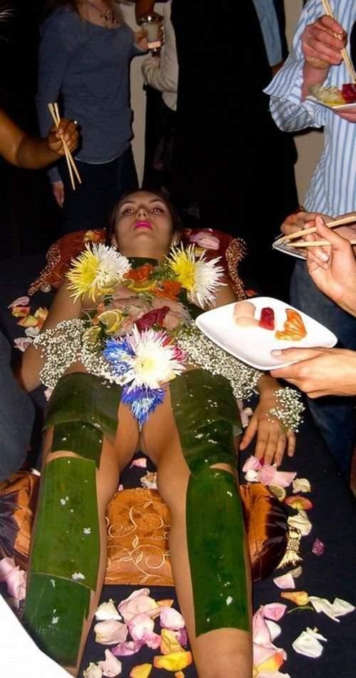 Nyotaimori - sushi z ciała kobiety 13