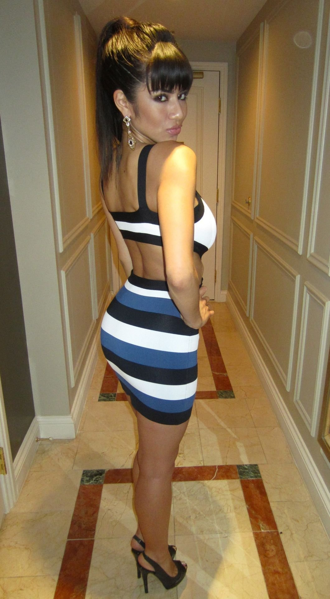 Obcisłe sukienki #15 18