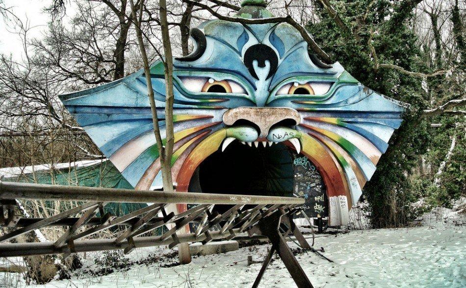 Opuszczony park rozrywki 17