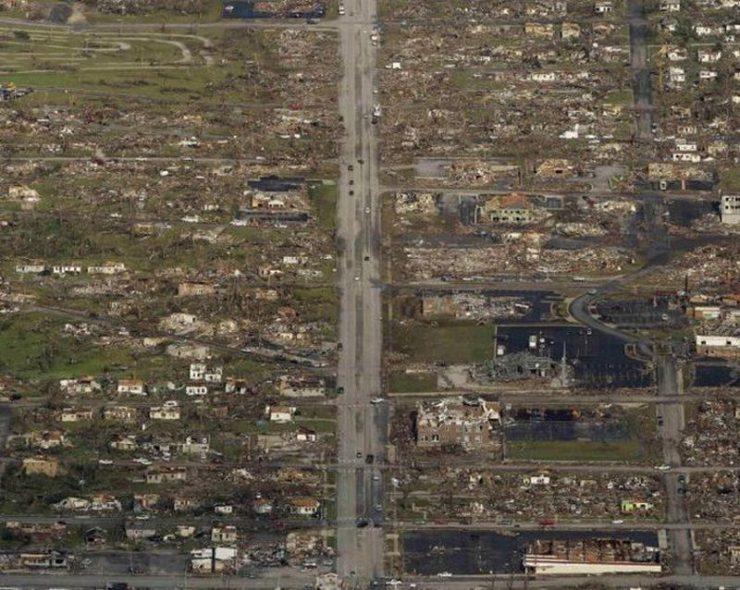 Miasto po przejściu tornado 2