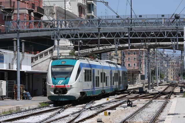 ALe 501-021 Ausfahrt Bari Centrale
