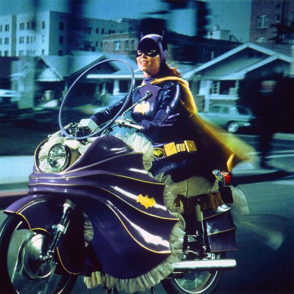[Bild: batgirl_cycle2mhuzg.jpg]
