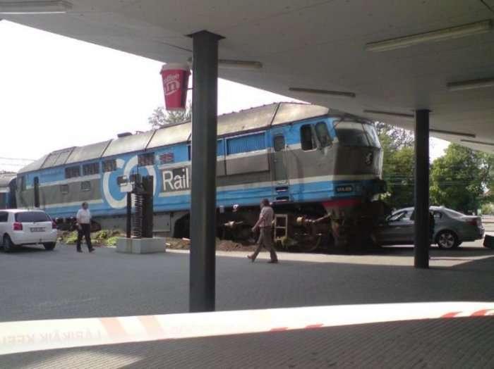 Zderzenie pociągu i BMW 1