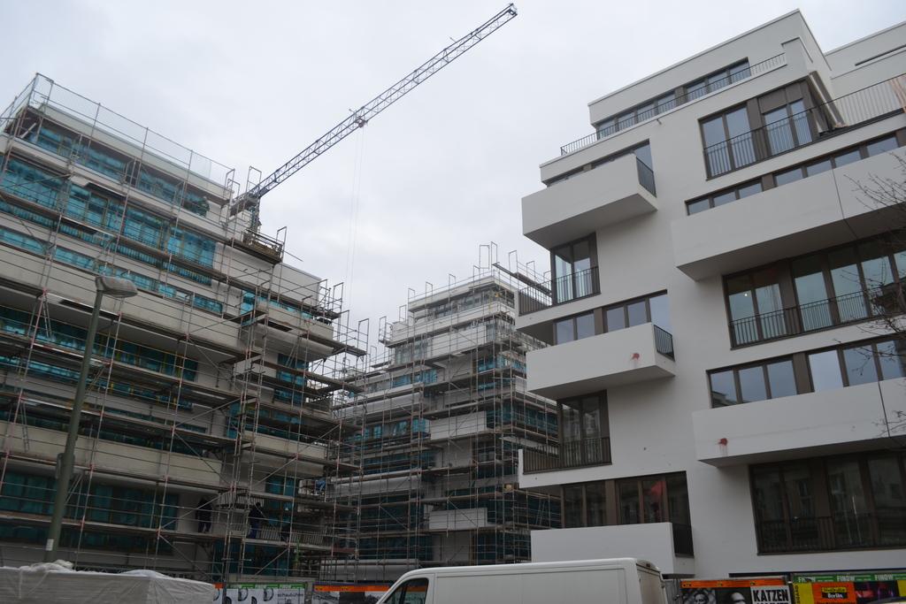 Deutsches architektur forum einzelnen beitrag anzeigen einzelne projekte friedrichshain - Braunen durch fenster ...