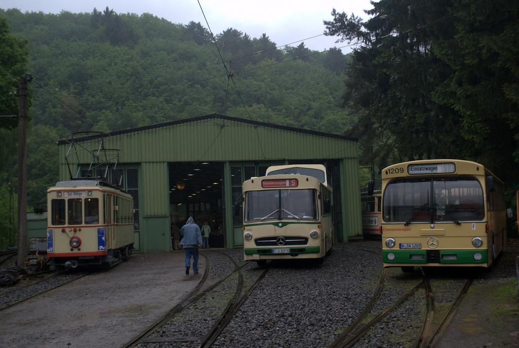 Bilder von bus bahn pfingstmontag im bergischen for Das depot essen