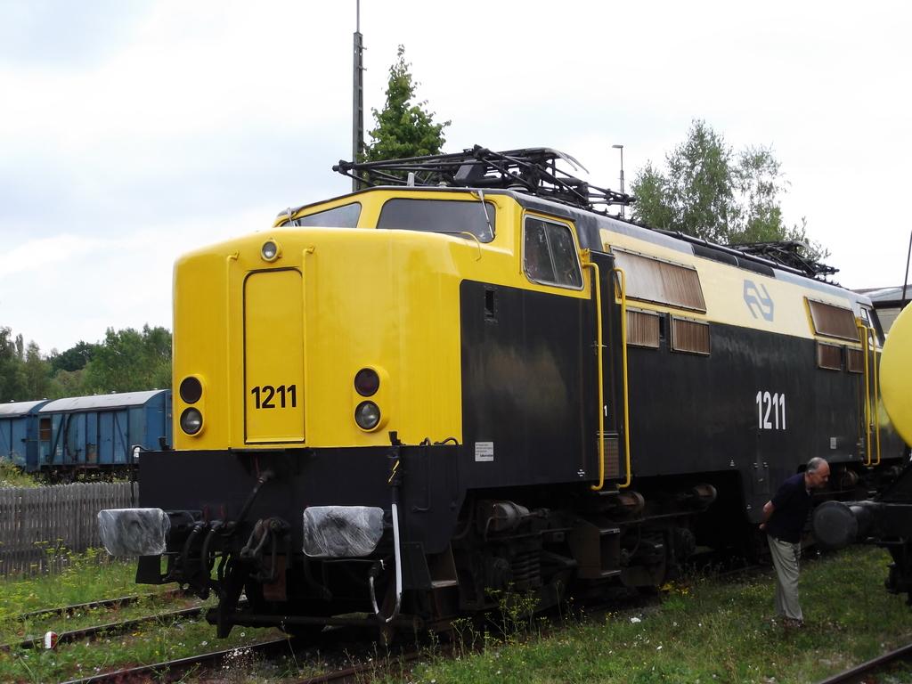 E-Lok Serie 1200 der Nederlandse Spoorwegen /NS/ (MÄRKLIN Art.Nr.3051) Dscf1416x6jry