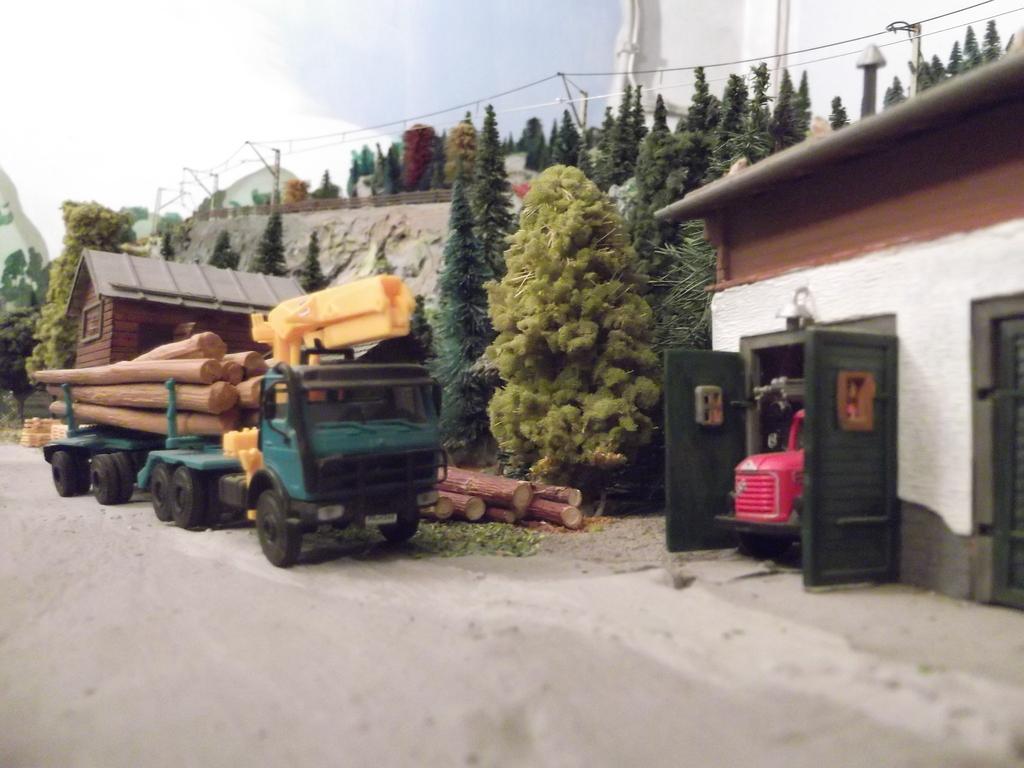 Links und rechts vom Bahnhof Dscf2339ckrzt