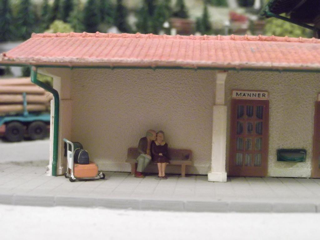 Links und rechts vom Bahnhof Dscf234188qsw