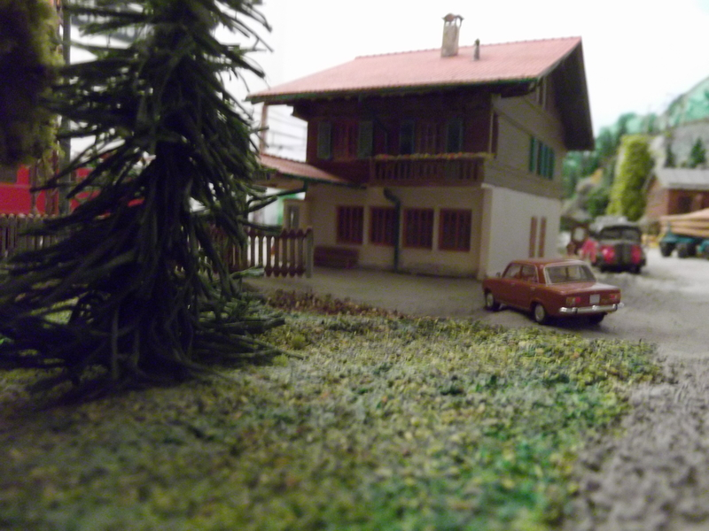 Links und rechts vom Bahnhof Dscf2387beeex
