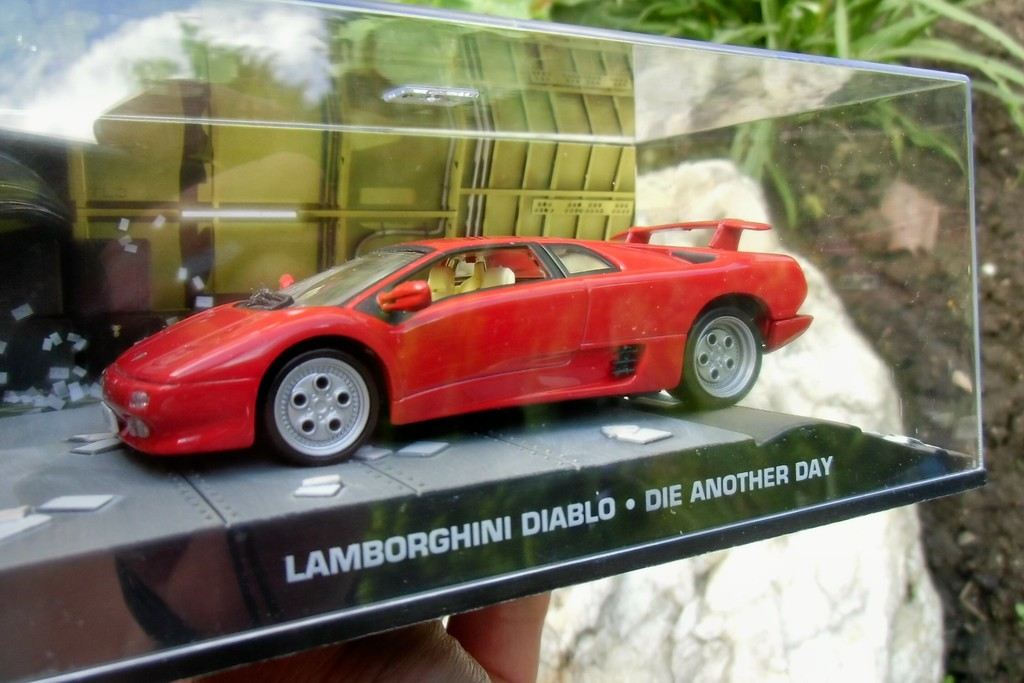 007 james bond lamborghini diablo die another day 1 43 boxed car model. Black Bedroom Furniture Sets. Home Design Ideas
