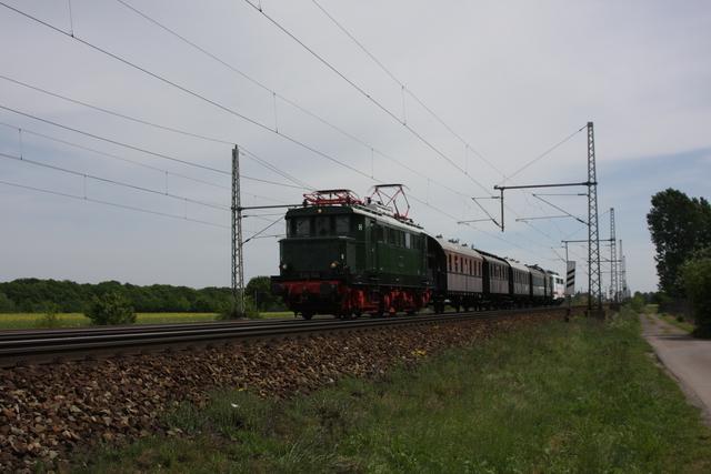 E44 044 Gümmer-Sportplatz