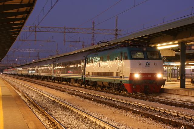 E444-063 Bari Centrale