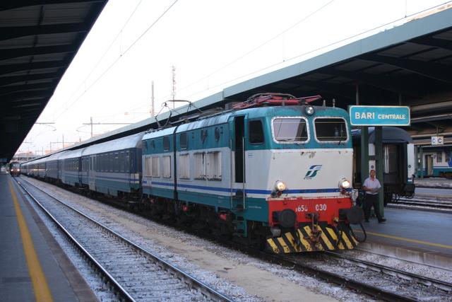 E656 030 Bari Centrale