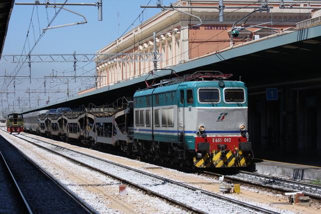 E656 042 Bari Centrale